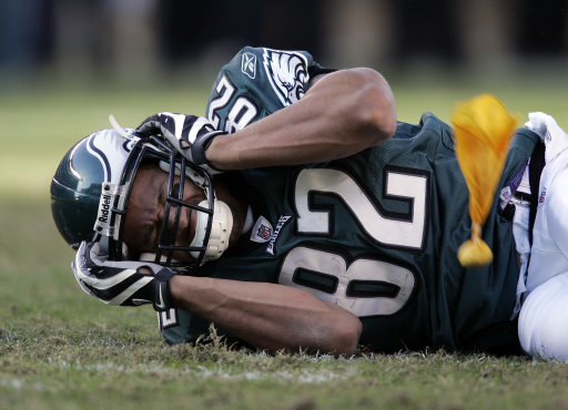 concussions in football The nfl says reported concussions rose 32 percent in regular-season games to the highest number in any of the past four years.