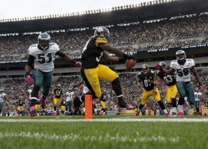 October 7, 2012: Pittsburgh Steelers runnIng back Rashard Mendenhall (34) crosses the goal line for a 13-yard touchdown run to give the Steelers a 7-0 lead over the Philadelphia Eagles at Heinz Field. Credit: Vincent Pugliese-US PRESSWIRE