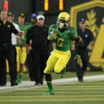 Oregon Ducks DeAnthony Thomas (6) runs the ball for a touchdown in the first half. Mandatory Credit: Scott Olmos-USA TODAY Sports