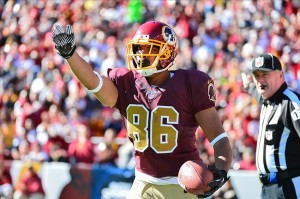 Washington TE Jordan Reed signs with Sunny Shah. Photo via nflspinzone.com.